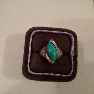Beautiful designed turquoise stone with 3 real diamonds