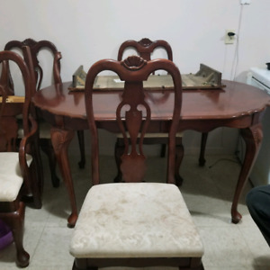 Solid wood dining room set and Fisk tank