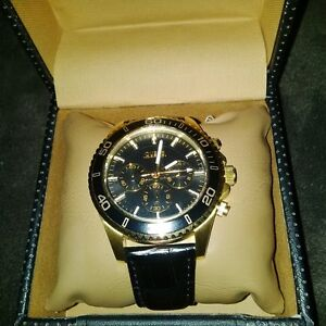 selling my 200$ watch its gold plated and has a real leather