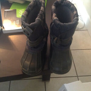 Boys winter boots sz 6