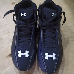 Men's size 8 Football cleats - NEW never worn