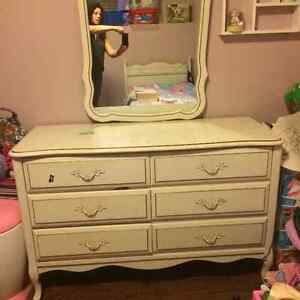 Little girl's furniture set