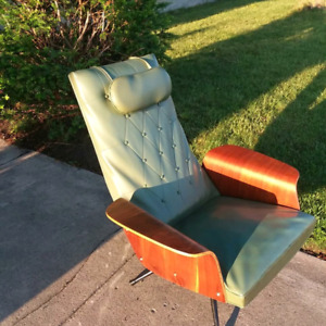 Great mid century chair.