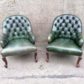 Pair of Green Leather Buttoned Club Chairs on QueenAnne Legs