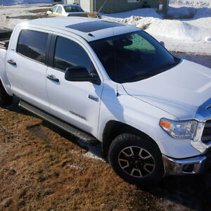 2014 Toyota Tundra Crew Max SR5 Off Road Loaded