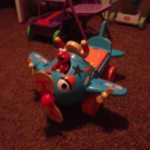 ****Sesame Street Fly with Elmo Activity Ride-On***