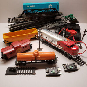 HO Scale Model Train Set & Accessories - WORKS