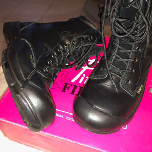 CSA Women's Steel Toe Work Boots (Size 9, Excellent Condition)