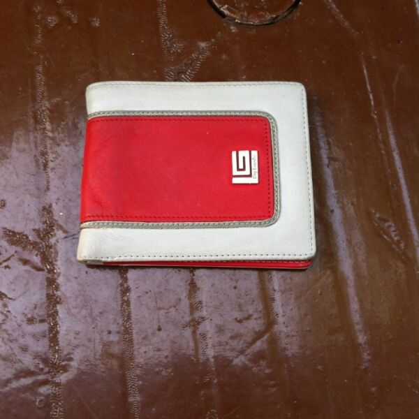 Genuine Guy Laroche wallet. Lightly used and in good condition.