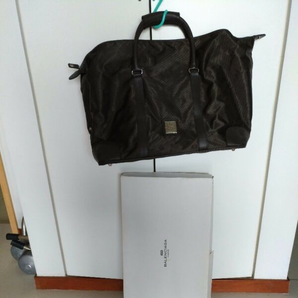 New UNISEX Balenciaga Paris lightweight shoulder, carry-on bag, genuine leather trimmings.