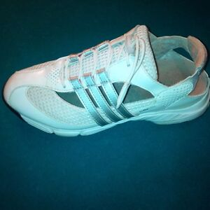 LADIES GOLF SHOES - size 5