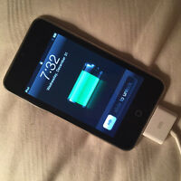 LIGHTLY USED 4TH GENERATION 32GB IPOD TOUCH