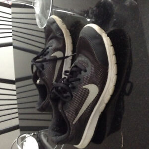 Nike  running shoes size 2.5 youth