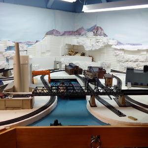 MODEL TRAINS - HO SCALE RAILWAY LAYOUT