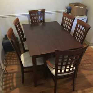 Dining Room Table + 6 chairs