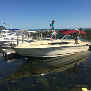 28 Foot Thundercraft ( Cabin Cruiser ) Boat Weekender