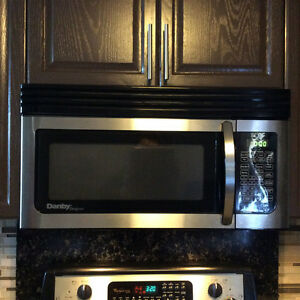 Microwave Oven Over the Range Danby Great condition Windsor Region Ontario image 2