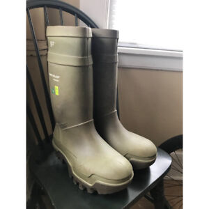 DUNLOP - Steel Toe Steel Plate PU Cold Weather Boots - Used