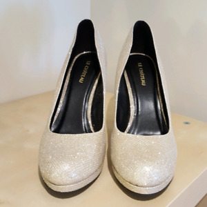 LADIES Le Château Gold sparkle heels