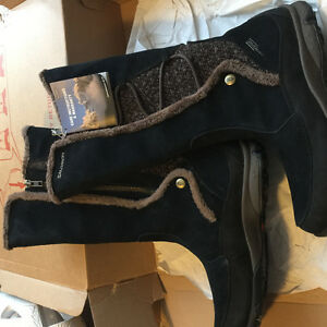 Woman's boots NWT