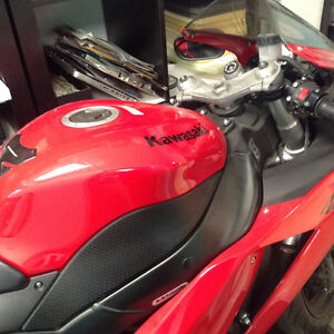 Ninja ZX6R 600 CC - (LOW KMS, LIKE NEW)