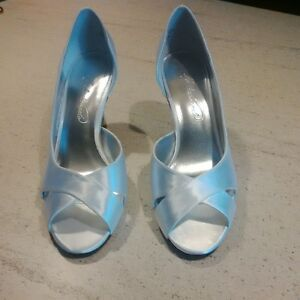 Size 6 White Satin Shoes London Ontario image 2