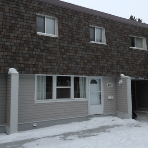 Four Bedroom Townhouse across the Street from Londonderry Mall