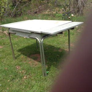clasic art deco kitchen table with leafs
