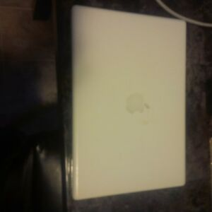 2008 Apple Macbook *needs gone*!