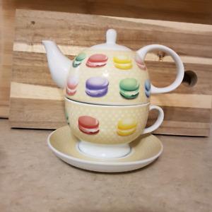 Tea pot and cup/saucer