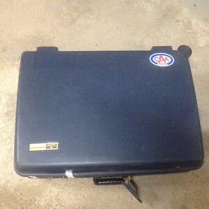Luggage Delsey Hard Case with 2 castors. West Island Greater Montréal image 2