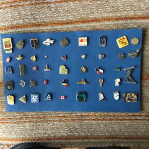 Collection de pin's, épinglettes et de macarons, total de 88