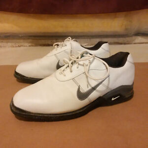 Men's White Nike Golf Shoes (Size 11.5)