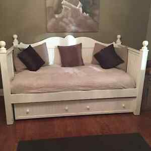 Selling Bed, Trundle and 2 mattresses