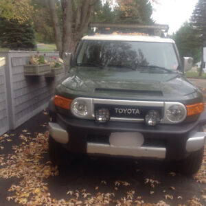 2011 Toyota FJ Cruiser Off-Road Package SUV, Crossover