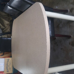 Table 5Ft x 42in with 3 free chairs