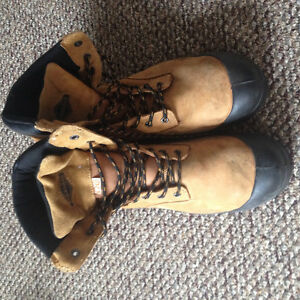MENS steel toed boots
