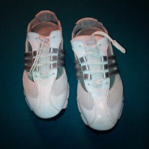 LADIES GOLF SHOES - size 5 London Ontario image 2