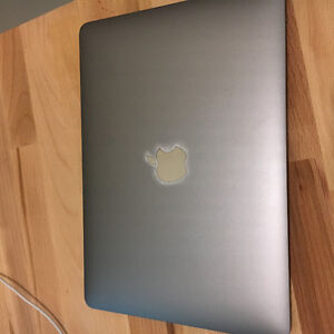 Macbook Space Grey + apple care, 512 SSD, 1.3 ghz
