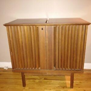 meubles t l divertissement dans grand montr al meubles petites annonces class es de kijiji. Black Bedroom Furniture Sets. Home Design Ideas