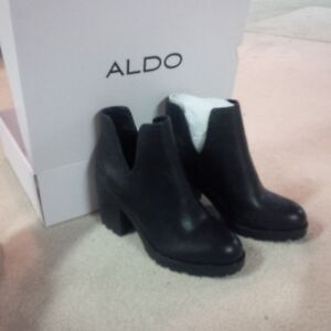 BRAND NEW IN BOX LADIES SHORT BOOTS