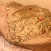 Double comforter, shams and decorator pillows