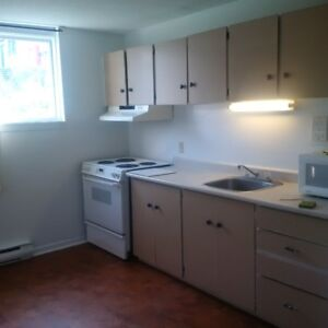 Available Now , Downtown hull 2 bedroom apt 4 appliances incl
