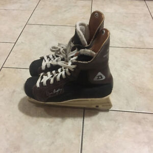 Daoust Wayne Gretzky Special Endorsed Skates with signature