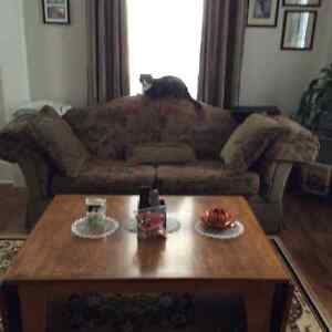 Couch and matching Loveseat Cornwall Ontario image 1