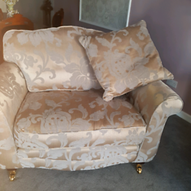 2 x four seater settees plus 2 cuddle love arm chairs beautiful