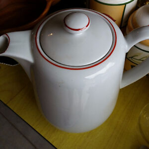 Coffee pot with lid