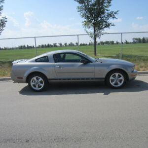 2008 Ford Mustang (ONLY 65,000K)