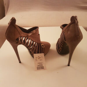 WOMEN'S SHOES HEELS MADE IN ITALY NEW 647 740-8220 SIZE 38