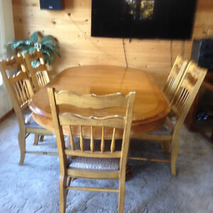 kitchen table, 18 inch leaf, 6 sturdy chairs for sale
